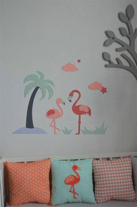 chambre bleu et blanc décoration chambre bébé flamant palmier étoiles