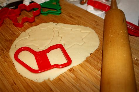 baking christmas cookies images