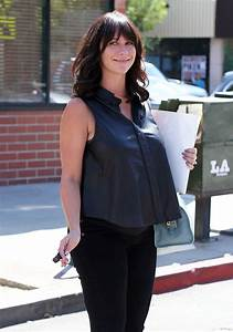 Pregnant Jennifer Love Hewitt Rocks A Leather Maternity ...