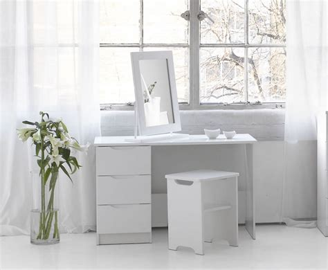 Corner Vanity Table Ideas For Comfy Yet Beautiful Room. Outside Mount Blinds With Window Trim. White Walls. Ideas For Screened In Porch. House Interior. Tufted Leather. 405 Cabinets. Cabinet Doors And More. Wall Tape Designs
