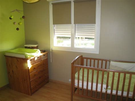 chambre vert anis couleur chambre enfant pour meubles blanc et bois clair