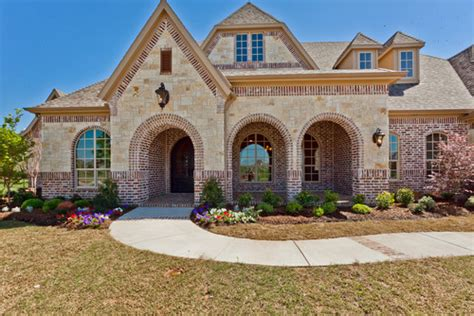 Beautiful exterior! What is the name of the brick/stone/trim?