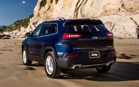 2018 Jeep Cherokee Limited Rear Three Quarter Photo 4