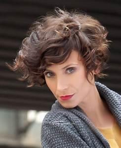 Carré Court Frisé : coupe cheveux carre court frise ~ Melissatoandfro.com Idées de Décoration