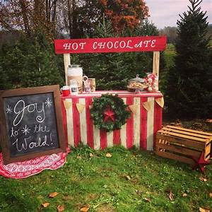 Hot chocolate stand would be adorable for a Christmas card with your kids! | Seasonal ...