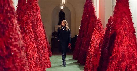 melania trump christmas decorations lady year tape decorating holiday trees secret kerstversiering crazy liberals trumps official colonnade east het maakt