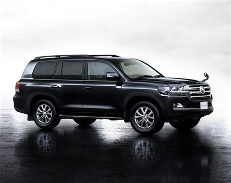 Toyota Land Cruiser by 2016 Toyota Land Cruiser Facelift Features And Photos