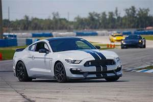 Ford Mustang Shelby Gt350 : ford to continue shelby gt350 and gt350r mustang into 2018 hot rod network ~ Medecine-chirurgie-esthetiques.com Avis de Voitures