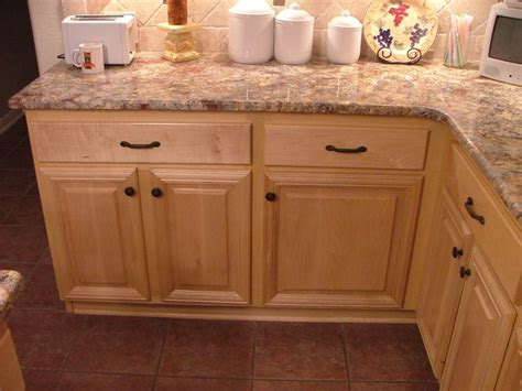Cabinet Knobs For Oak Cabinets by Soft Maple Kitchen Cabinets Knob And Pulls There S No