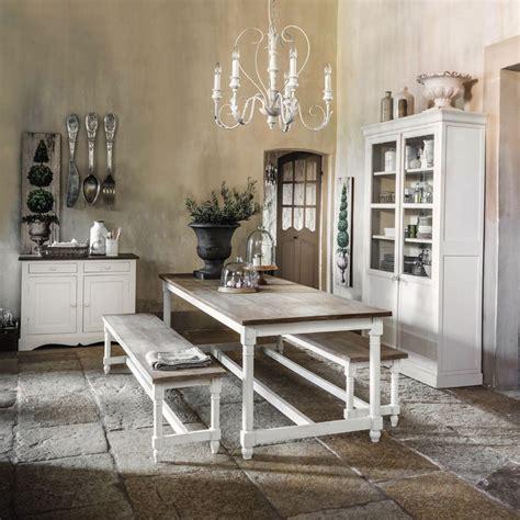 tout salon canapé meubles et décoration de style romantique et cosy