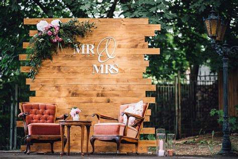 Wooden Pallet Wedding Backdrop Eco Friendly Rustic