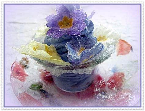 cuisiner avec les fleurs mousse à la violette et saladier de glace parsemé de