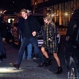 Taylor Swift and Joe Alwyn Out in NYC December 2017 ...