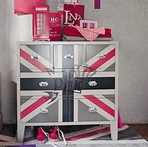Commode Chambre Fille : commode avec drapeau anglais pour une chambre de fille ~ Teatrodelosmanantiales.com Idées de Décoration