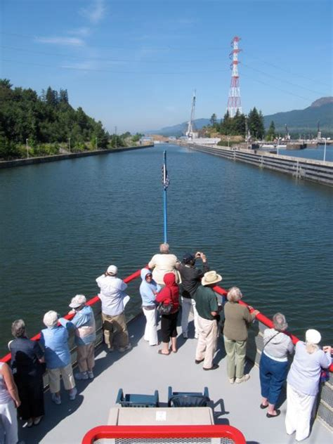 Dinner On A Boat Portland Oregon by Dinner Cruise On The Columbia Gorge Sternwheeler From