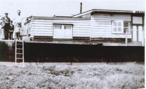 Old Boat Turned Into House by The House Boats Of Leigh On Sea Schoonersail S Tall