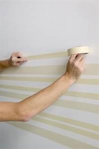 Wand Mit Streifen : streifen mit malerband an der wand streichen w nde pinterest w nde ~ Frokenaadalensverden.com Haus und Dekorationen