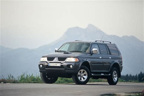 (combination lamps located on the outer side of the bumper not only give the body a wider, a more stable look. Mitsubishi Pajero Sport : essais, fiabilité, avis, photos ...