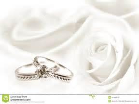 anneaux de mariage anneaux de mariage et de blanc photos stock image 37495473