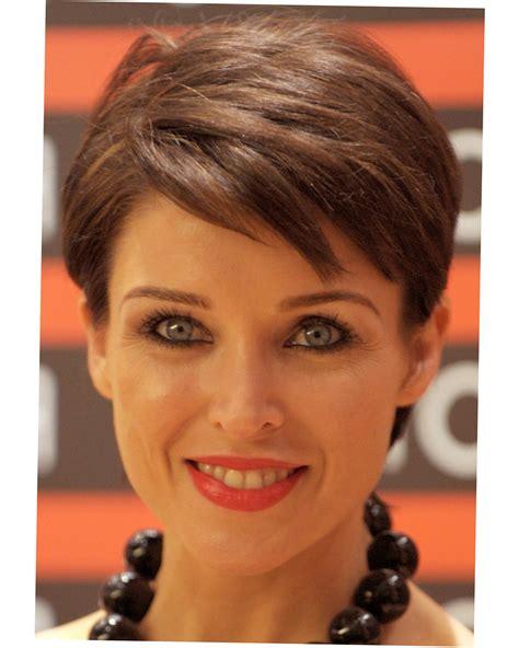 womens short haircuts  thick thin hair  face