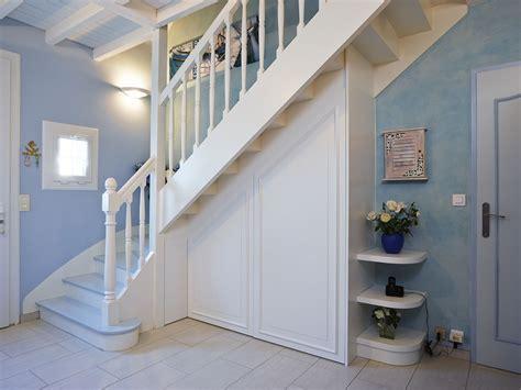 Bureau Sous Escalier Ouvert by Porte Sous Escalier L Am 233 Nagement Qu Il Vous Faut