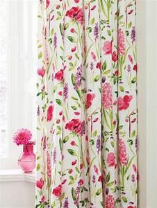 idees et conseils pour une deco style anglais reussie With tapis champ de fleurs avec canape style cottage anglais