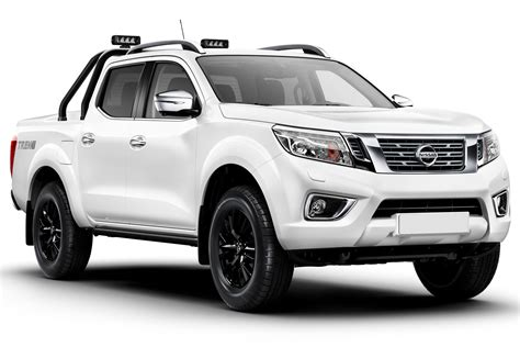 nissan navara pickup interior dashboard satnav carbuyer