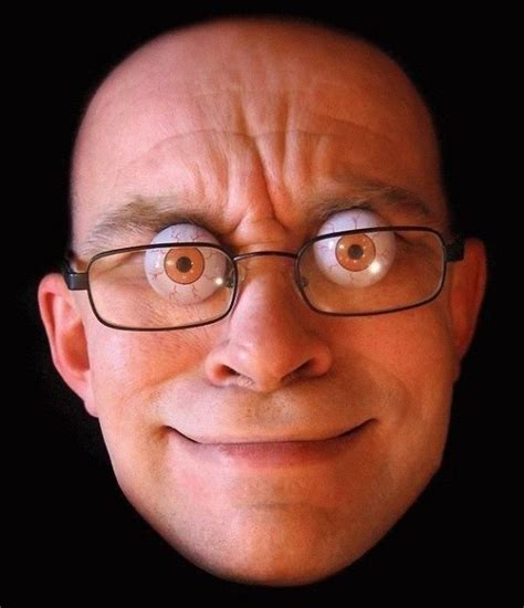 pessoa feia olhos arregalados usando óculos