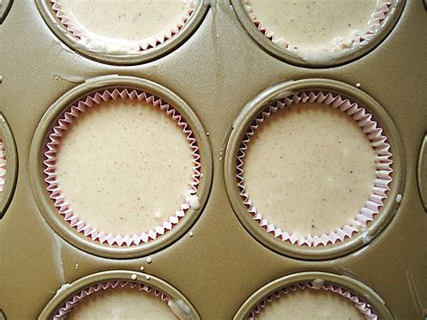 how much to fill cupcake liner fill cupcake liners cake ideas and designs