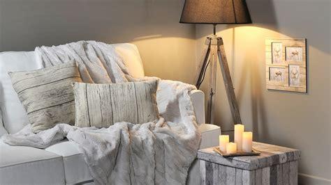 plaide canapé 5 idées pour réchauffer la maison avec un plaid