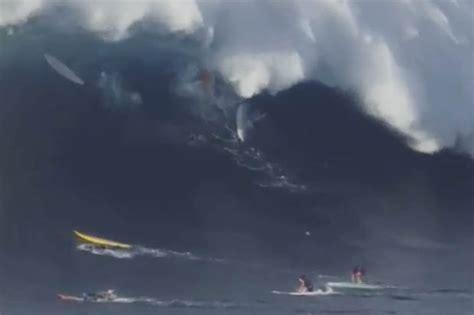 terrifying moment ft monster wave swallows twelve