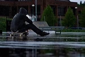 在雨中的伤感QQ图片_那些年 我们一起淋雨过(2)_非主流新生代