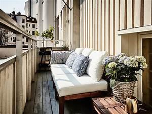 Balkongestaltung Kleiner Balkon : 10 luftige tipps einen schmalen balkon einzurichten ~ Frokenaadalensverden.com Haus und Dekorationen