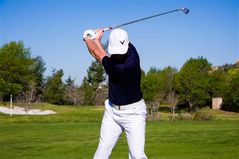 improve golf swing simple ways to improve your swing
