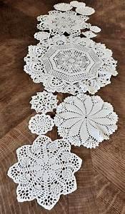 Set De Table Au Crochet : plus de 25 id es uniques dans la cat gorie chemin de table crochet sur pinterest nappe en ~ Melissatoandfro.com Idées de Décoration