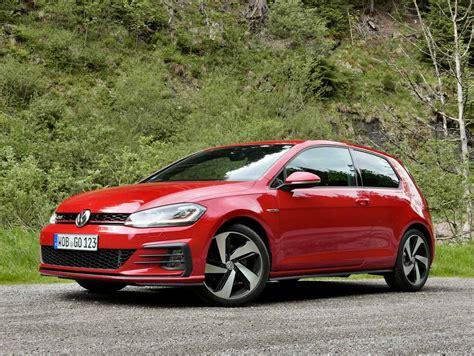 Volkswagen Golf Gti R by 2018 Volkswagen Gti Vs Golf R Which Hatch Should You Buy
