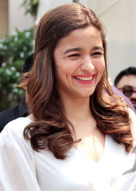 vacation home plans alia bhatt had an 39 39 moment while performing at the