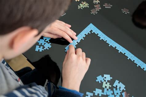 How to Solve a Jigsaw Puzzle Fast | Reader's Digest Canada