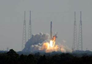 SpaceX Launches Falcon 9 Rocket - Dragon is in Orbit ...