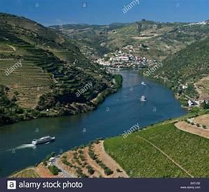 Fluss In Portugal : portugal douro tal in pinhao mit touristischen kreuzfahrt boote auf dem fluss stockfoto bild ~ Frokenaadalensverden.com Haus und Dekorationen