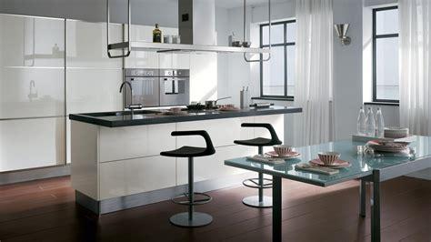 Bezaubernde Kleine Weiße Küche Ideen Mit Glasesstisch