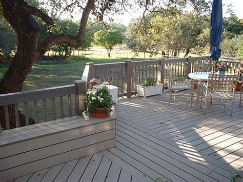 what is the difference between a porch balcony veranda