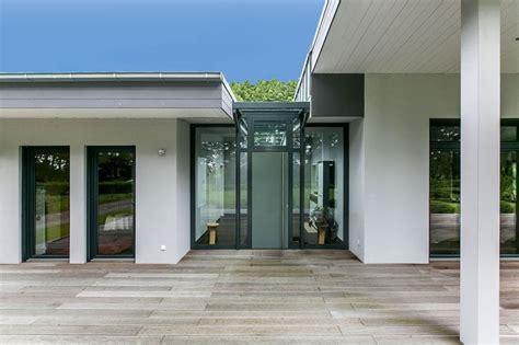 Fenstern, Türen Und Fassaden In Stahl Oder