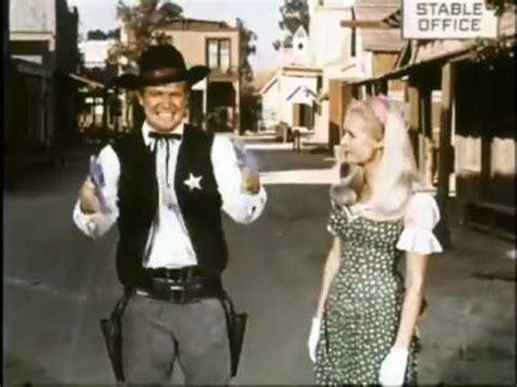 pistolen und petticoats spassige westernserie mit der
