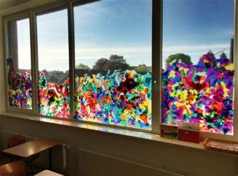 Herbstdeko Fenster Klasse 1 by Die Fr 252 Hlings Fenster Deko Entsteht Grundschule