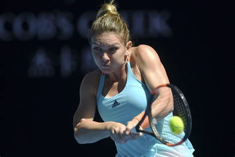 Australian Open 2018: What's wrong with Simona Halep's dress?