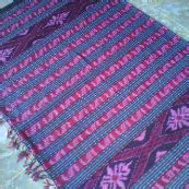 kain tenun ikat blanket selimut motif troso pink tua