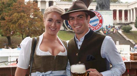 oktoberfest  spielerfrauen der bayern stars bezaubern