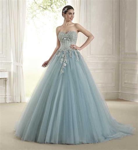 Scopri le collezioni 2021 di abiti da sposa ed abiti da cerimonia. 5 vestiti da sposa azzurro ghiaccio di cui ti innamorerai - Vita Insieme