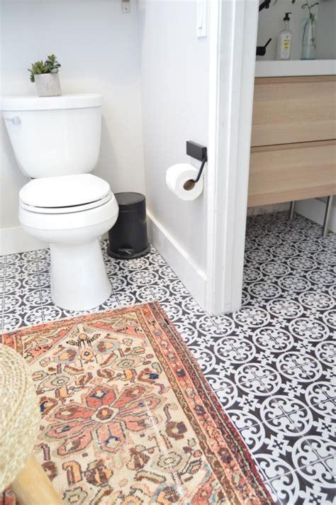 carrelage adhésif salle de bain cette blogueuse relooke sa salle de bain avec du carrelage
